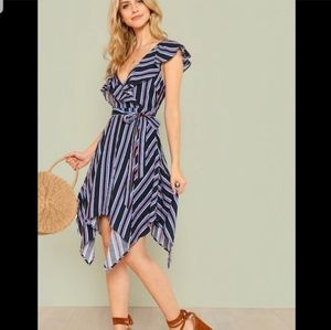 #120❤ BNWT DO + BE asymmetrical Dress - size small